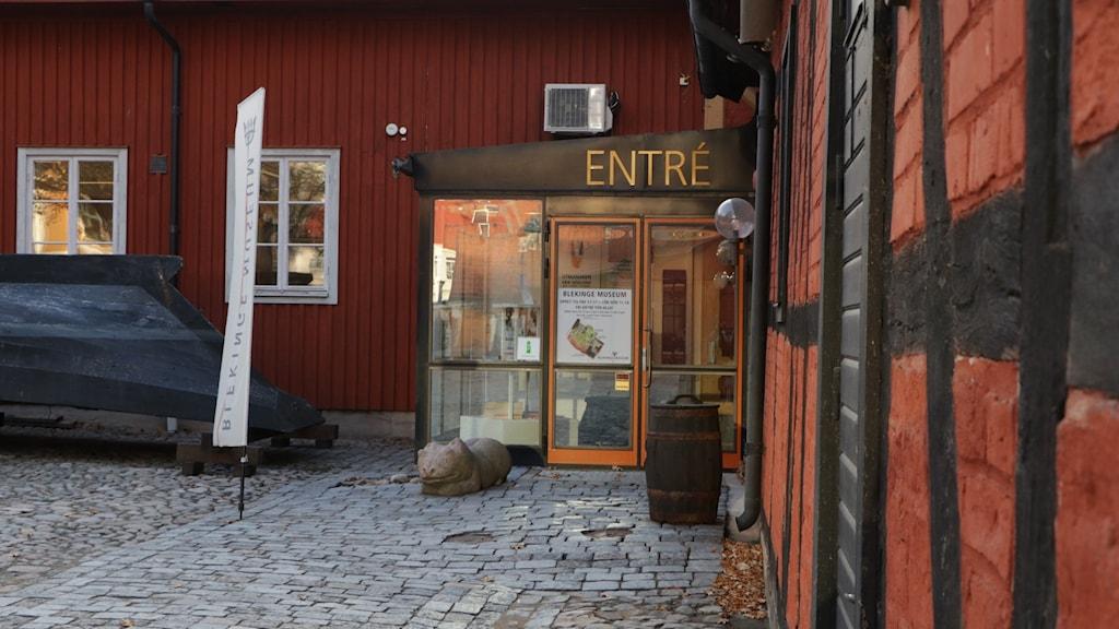 Blekingemuseets entre mot innergården