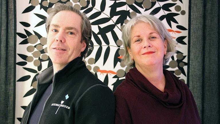 Domare Ola Palmgren och programledare Ingrid Elfstråhle.