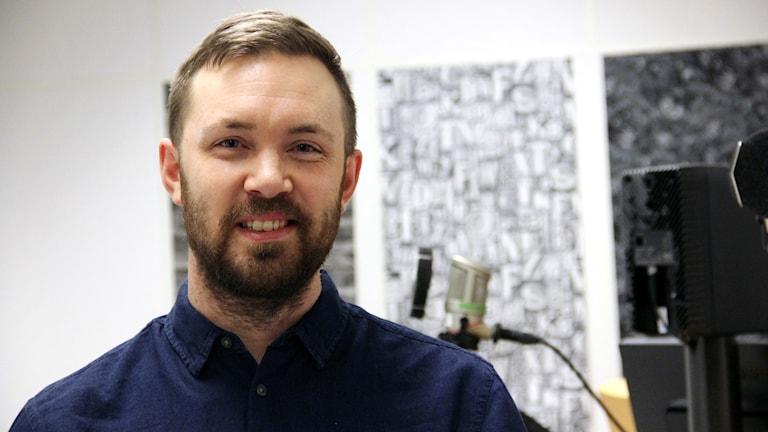 Politikern Magnus Manhammar i studion.