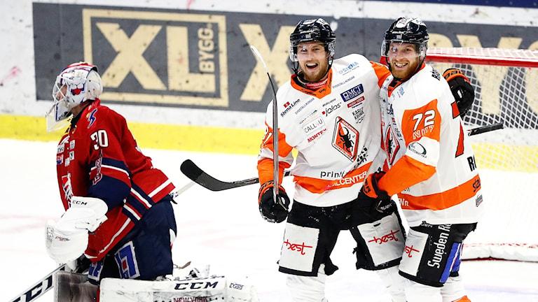 Glada miner på isen hos Marcus Paulsson och Joachim Rohdin.