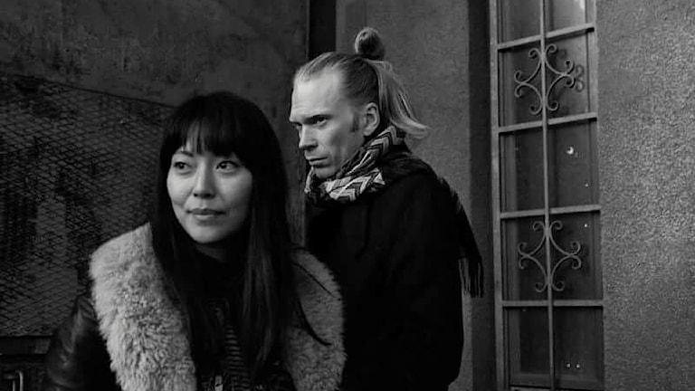 Svartvit bild på Lisette Pagler och Jörgen Thorsson.