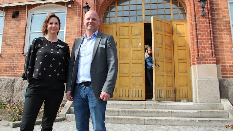 Rektor på Snäckebacksskolan Ulrika Lundin och Utbildningsförvaltningens chef Tobias Ekblad.