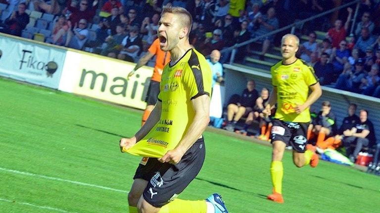 Mirza Halvadzic, Mjällby, har gjort 1-0.