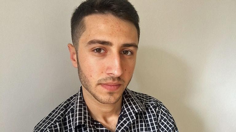 En bild på Mustafa Nahhas som förlorade sin lillebror i en drunkningsolycka.