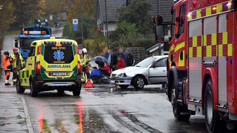 Räddningsfordon vid en trafikolycka.