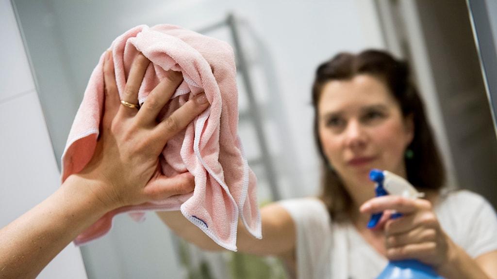 Lärarna på Hällaryds skola börja städa.