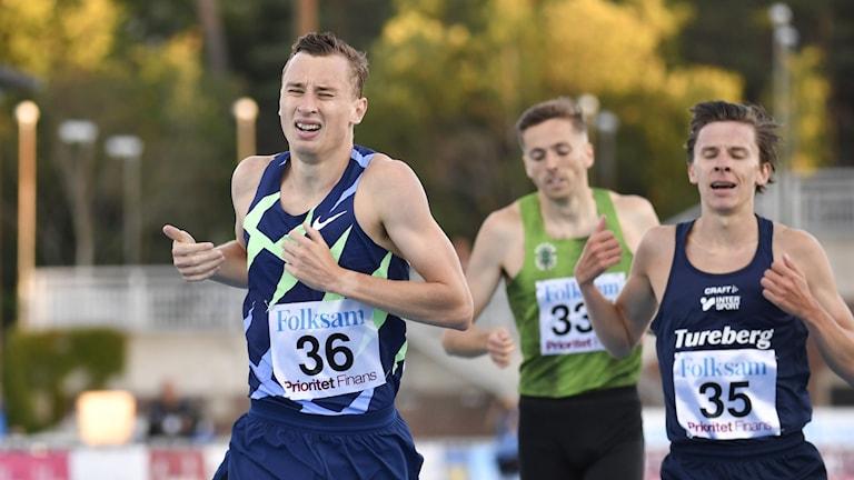 Kalle Berglund springer 2000 meter