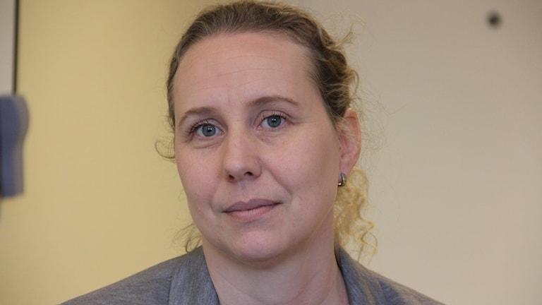 Närbild på Johanna Duhlaku, tillförordnad enhetschef på Migrationsverket i Karlskrona