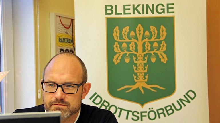 Fredrik Olsson, sakkunnig inom barn- och ungdomsidrott på Blekinge Idrottsförbund arbetar för att trygga idrotten i länet.