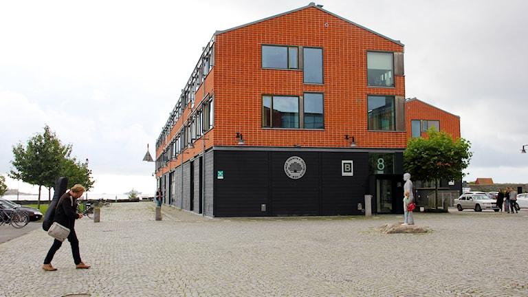 Den orange fasaden på BTH i Karlshamn.
