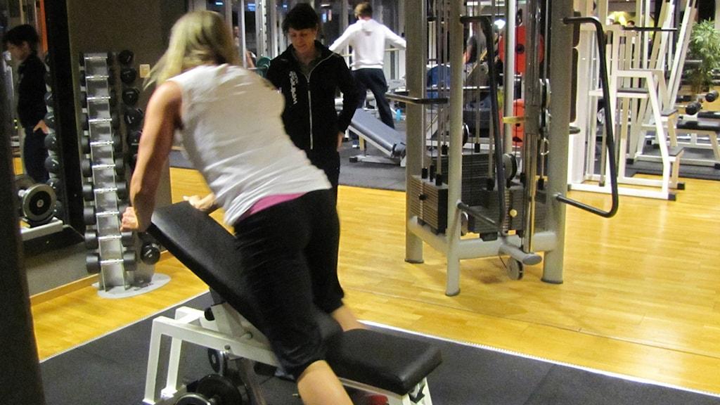 Styrketräning på gymmet Wellness Studio i Karlskrona.