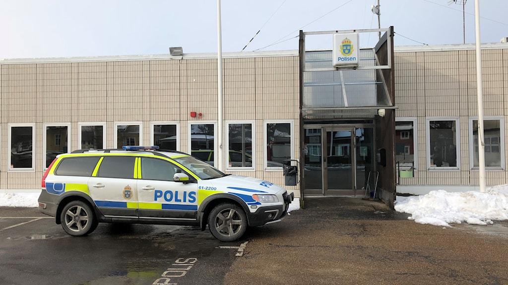 Polisbil framför Ronneby receptionen