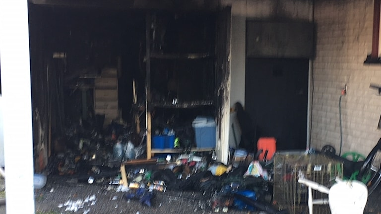 En del av ett eldhärjat garage.