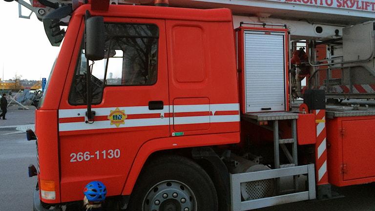 En röd brandbil.