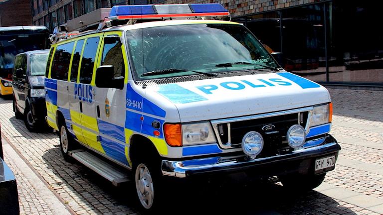 En stor polisbil