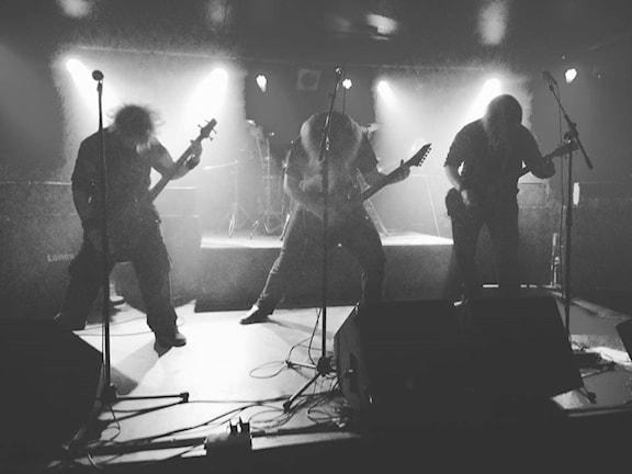 En savrtvit bild på bandet Hate Generation.