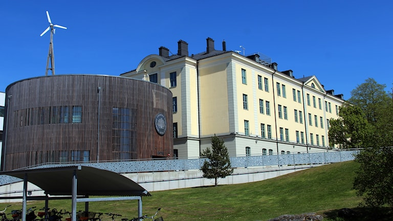 En fasadbild på en av BTH:s byggnader på Gräsvik i Karlskrona.
