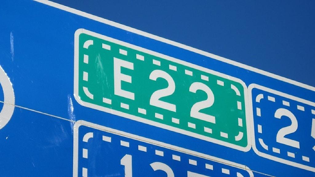 Vägskylt E22.