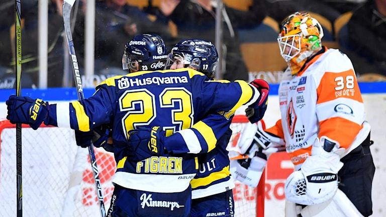 HV71:s Robin Figren klappas om av Isac Brännström