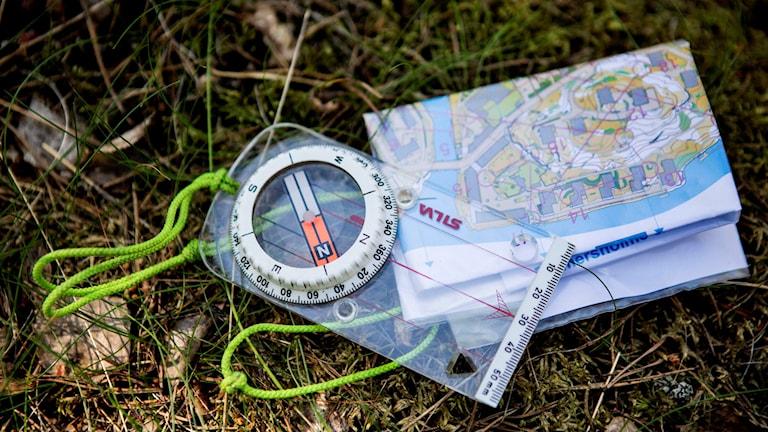 Karta och kompass.