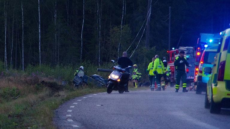 Stort räddningspådrag vid olycksplatsen.