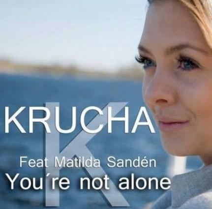 """En bild på en kvinna framför ett hav och texten """"Krusha feat Matilda Sandén""""."""