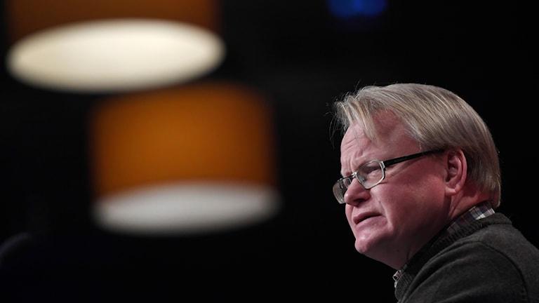Försvarsminister Peter Hultqvist kan tänka sig att återinföra värnplikten för att täcka framtida behov av officerare. Arkivbild.  Pontus Lundahl/TT