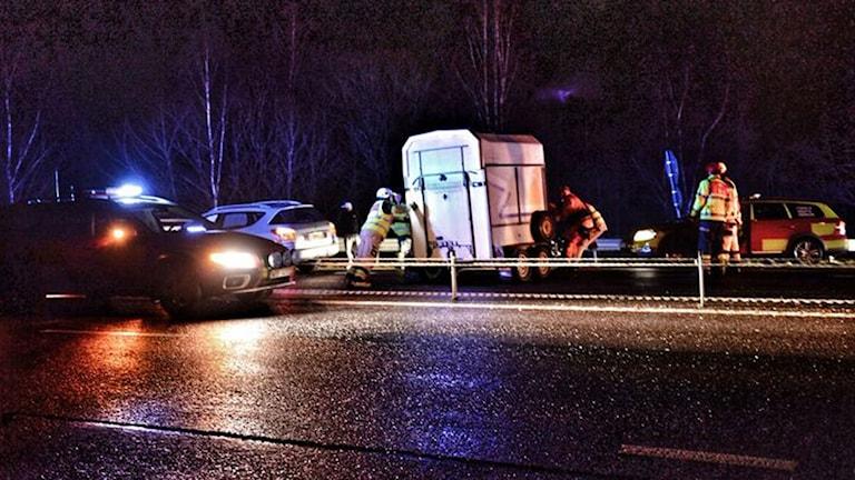 Hästsläp i trafikolycka på riksväg 25.