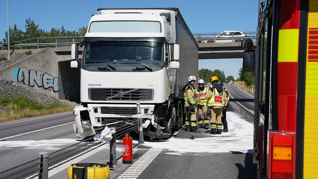 Lastbilsolycka vid Norremarksrondellen i Växjö.