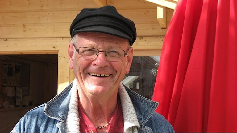 Lennart Wärmby (V) vid valstuga. Foto: Roger Bergvik/Sveriges Radio