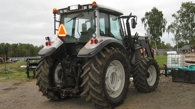 Traktor på en bondgård. Foto: