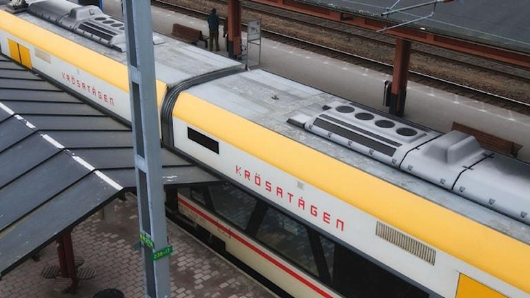 Ett krösatåg på järnvägsstationen i Växjö. Foto: Lennart Nilsson/Sveriges Radio