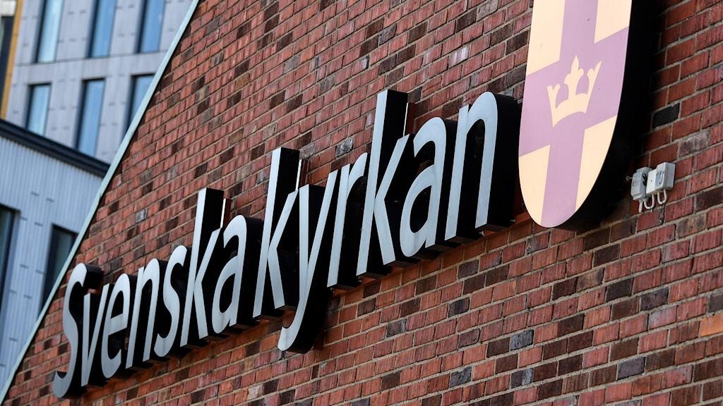Svenska kyrkans skylt.