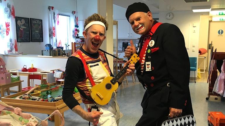 Clowner på barnkliniken.