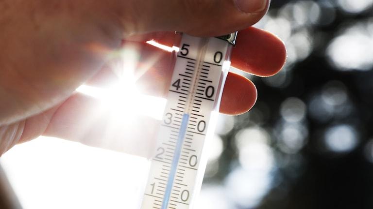 En termometer i strålande solsken