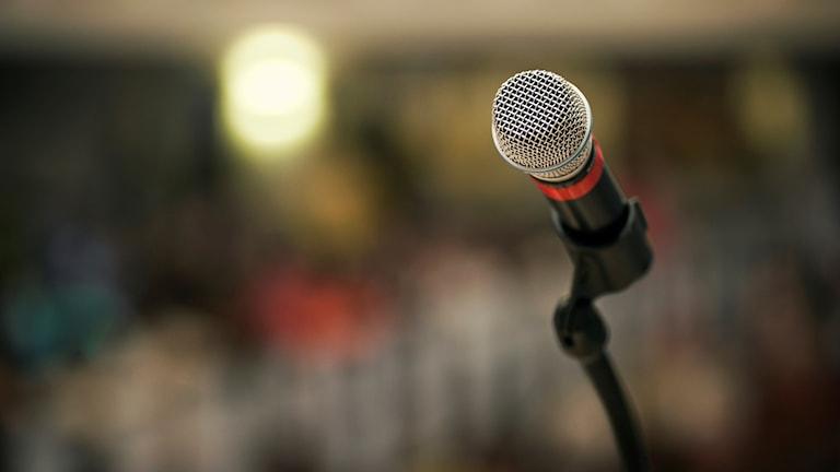 En mikrofon på en scen