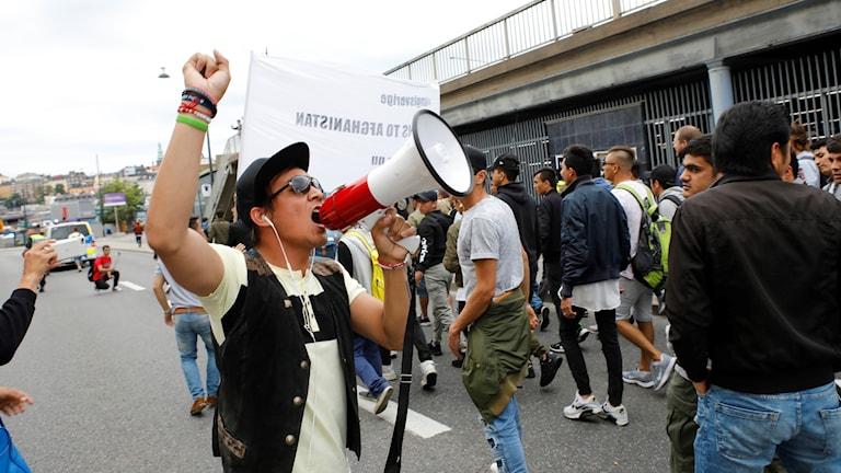 Ungdomar i Stockholm protesterar mot utvisningarna till Afghanistan tidigare i år.
