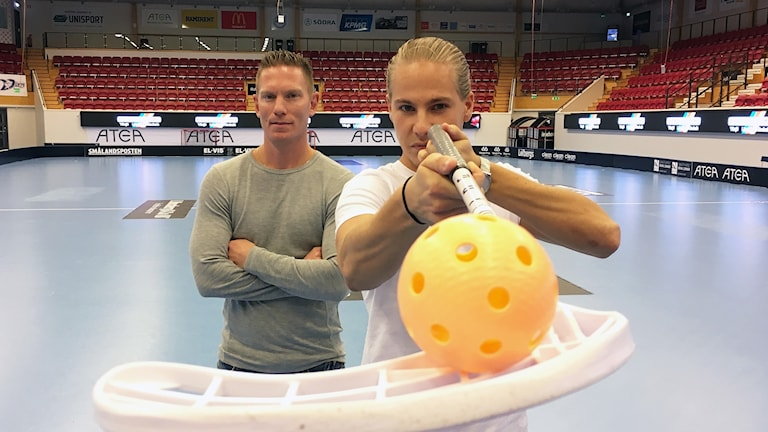 Niklas Nordén och Tobias Bergfors står i Fortnox-arena i Växjö.
