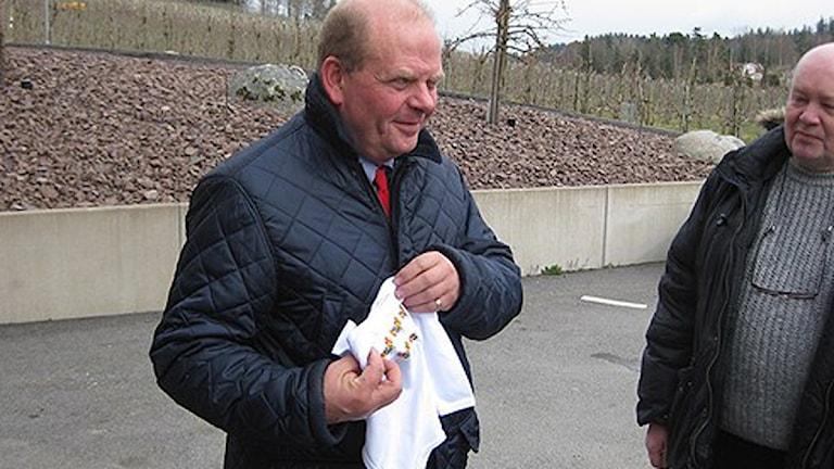 Eskil Erlandsson (C), landsbygdsminister, lovar inte mjölkbönderna några snabba åtgärder. Foto: Dan Segerson / SR