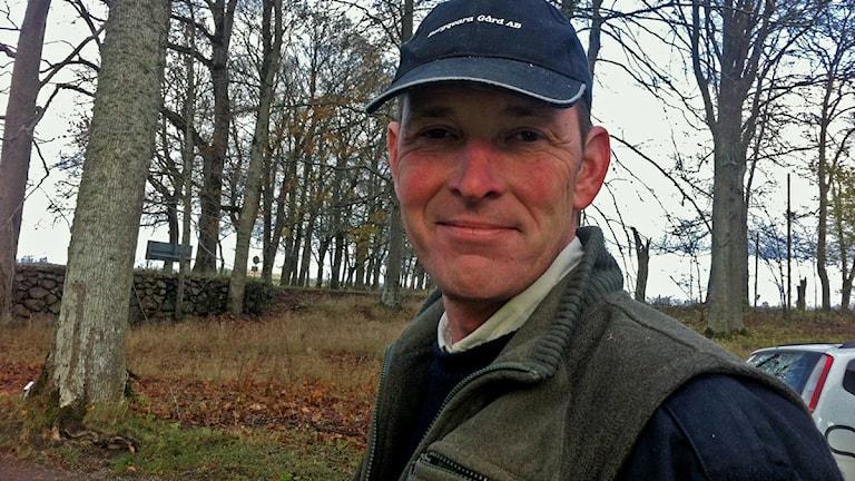 Nils Posse (M) äger och driver Bergkvara gård. Bilden är tagen vid ett tidigare tillfälle. Foto: Marcus Sjöholm/Sveriges Radio