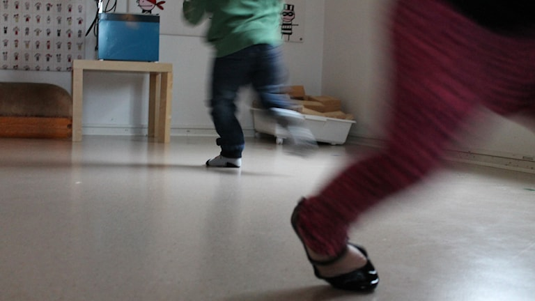 Barn som springer på förskola. Foto: Sandra Douglasdotter/ Sveriges Radio