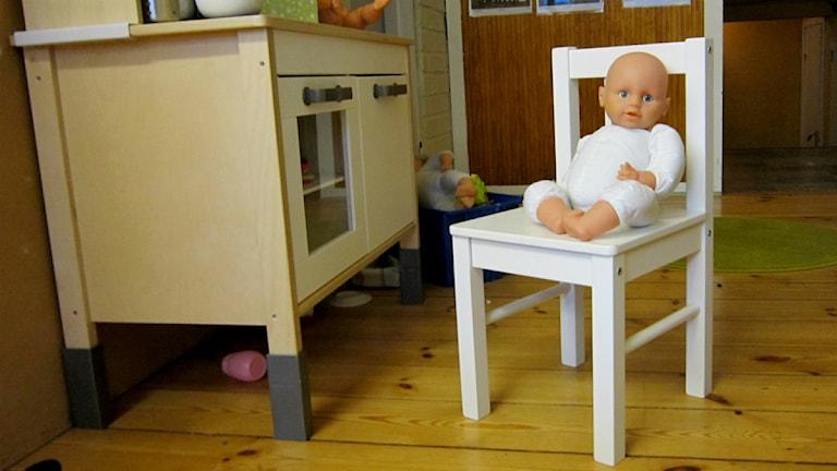 Babydocka på Pärlans förskola. Foto: Karin Avenäs/Sveriges Radio.