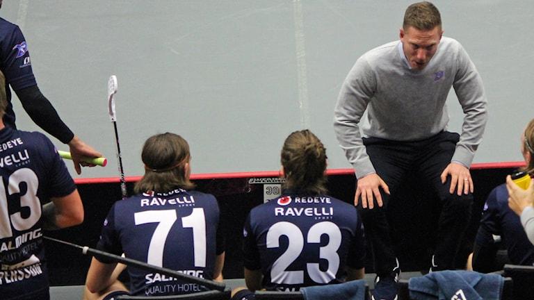 Niklas Nordén och spelare. Växjö Vipers 2017/2018.