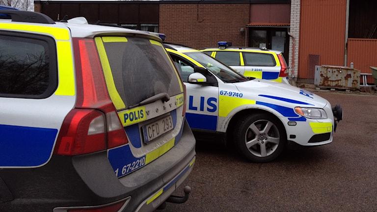 Polisbilar. Foto: Per Brolléus/Sveriges Radio.