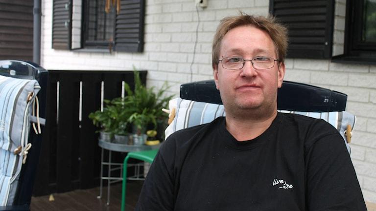 Jan Karlsson från Synskadades Riksförbund gläds åt den kommande kvartsfinalen. Foto: Dick Kardell/Sveriges Radio
