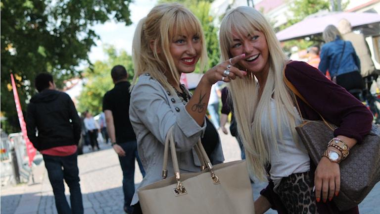 Modebloggarna Cornelia Munge och Hanna Korner. Foto: Emma Kvennberg/Sveriges Radio