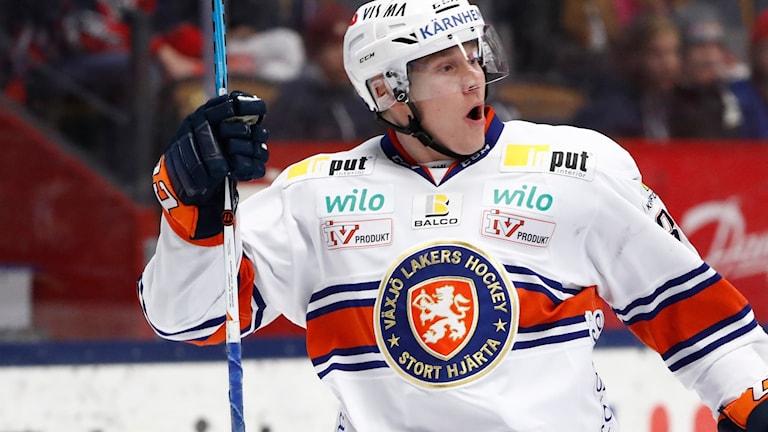 Växjös Olli Palola jublar efter att ha gjort mål.
