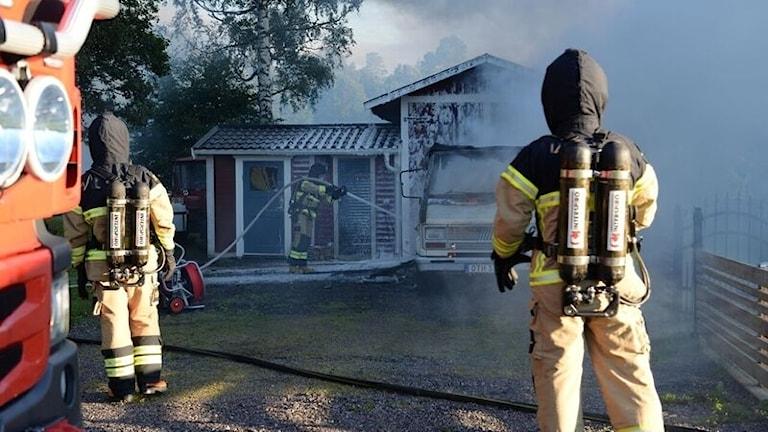 Det brann lite i fasaden till garaget