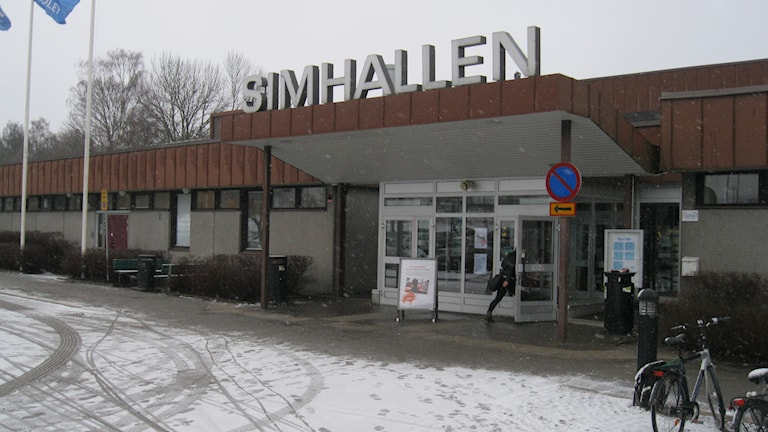I söndags utsattes två 11-åriga flickor för sexuella trakasserier i Växjö simhall. Foto: Roger Bergvik/ Sveriges Radio