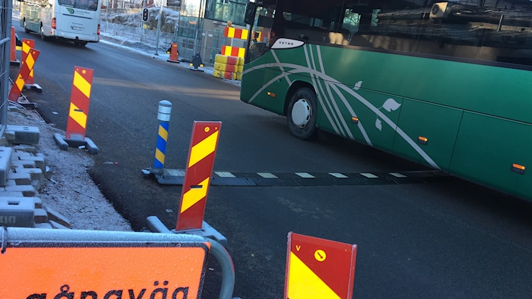 Den tillfälliga bussgatan på resecentrum